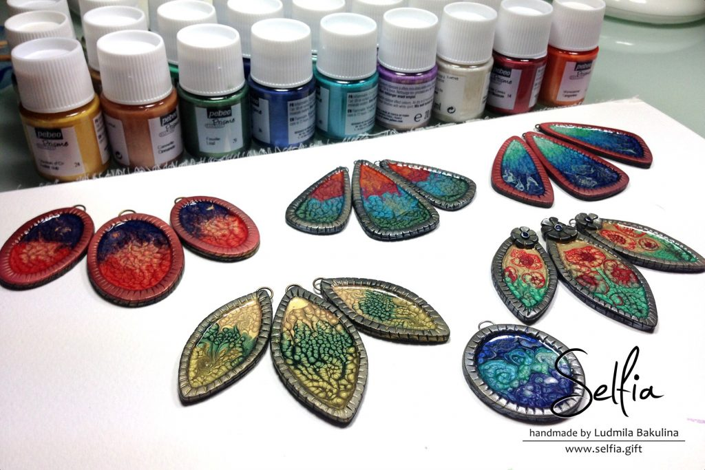 Free Tutorial: Bright jewelry blanks covered with Pebeo paints 1