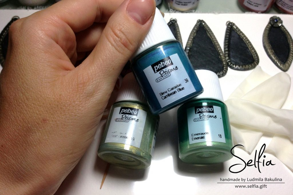 Free Tutorial: Bright jewelry blanks covered with Pebeo paints 2