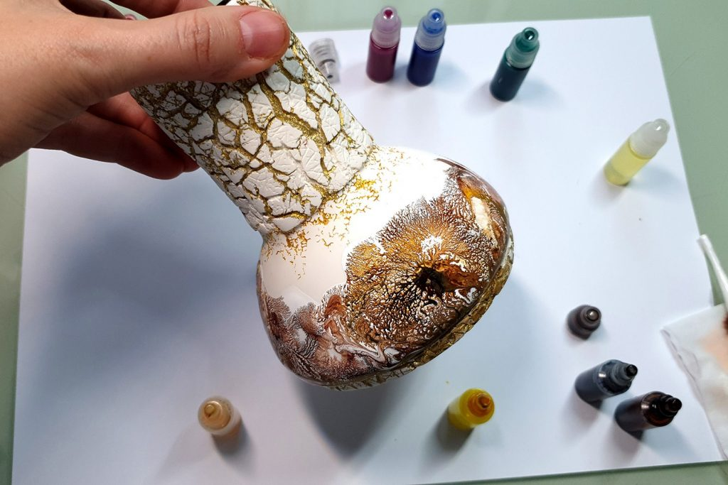 Free Tutorial: Dendritic Acrylic Pouring on a curved baked vase 2