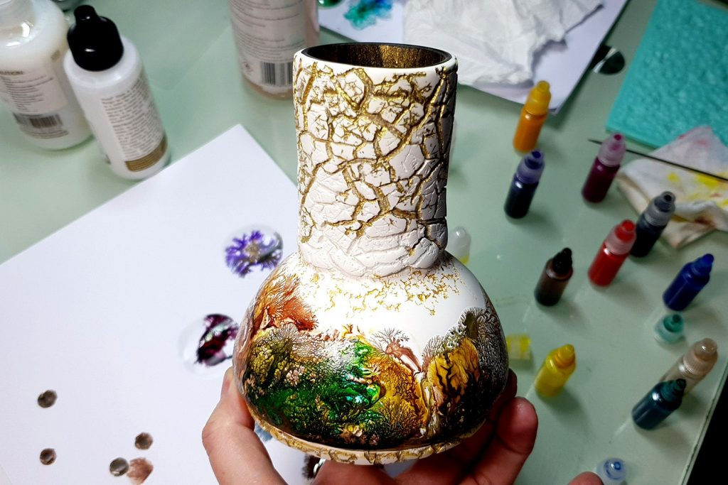 Free Tutorial: Dendritic Acrylic Pouring on a curved baked vase 9
