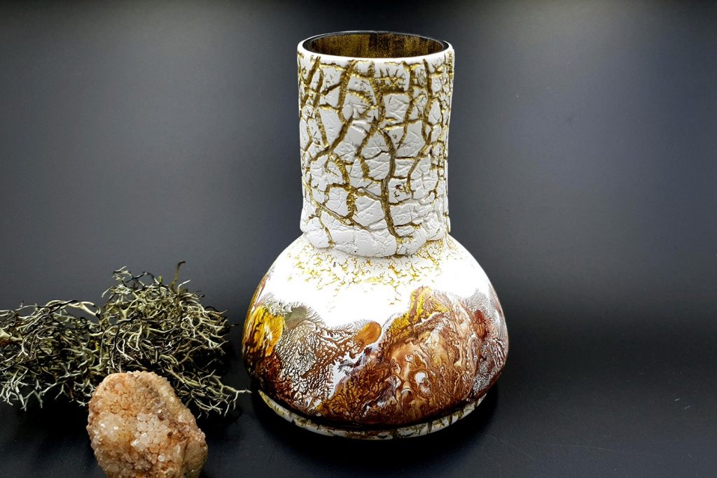 Free Tutorial: Dendritic Acrylic Pouring on a curved baked vase 8