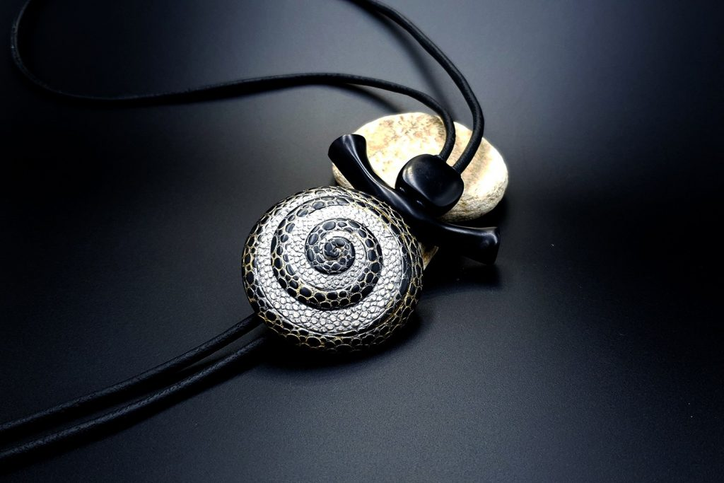 How to make: Focal Bead 4 styles - Textured Yin-Yang Swirl for Unusual Pendant 10