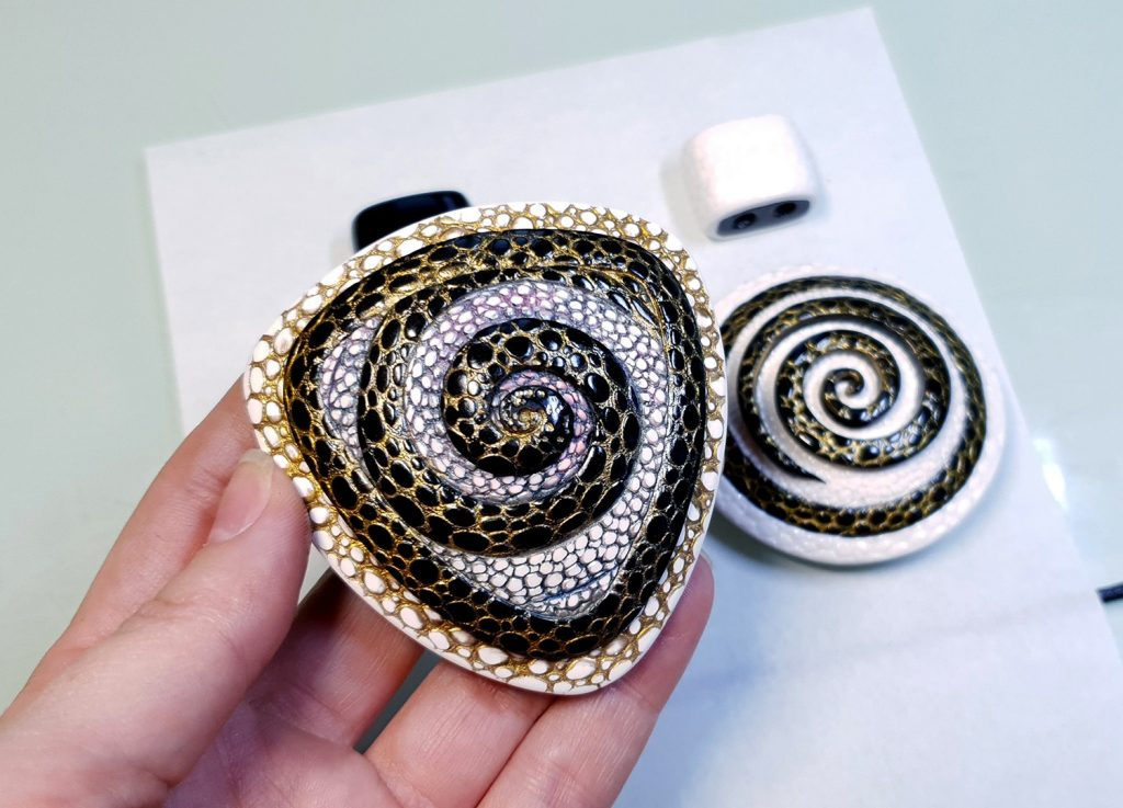 How to make: Focal Bead 4 styles - Textured Yin-Yang Swirl for Unusual Pendant 4